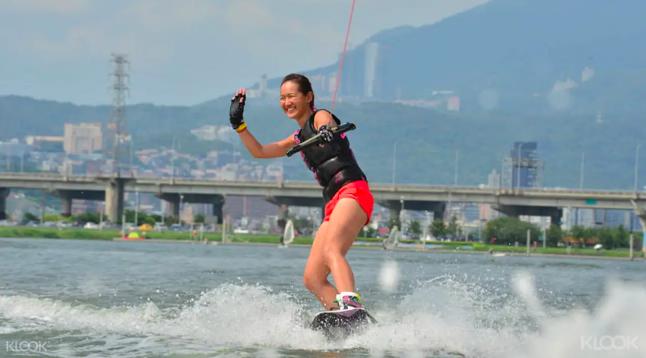 台北|gogo台北一日遊,挑戰你沒想過的7種玩法-滑水