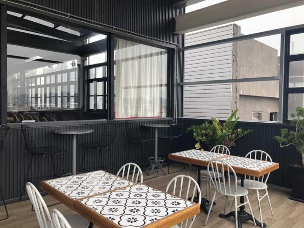 台中|逢甲|MINI HOTEL,住進英國60年代古典工業風特色旅店-8樓自助吧4