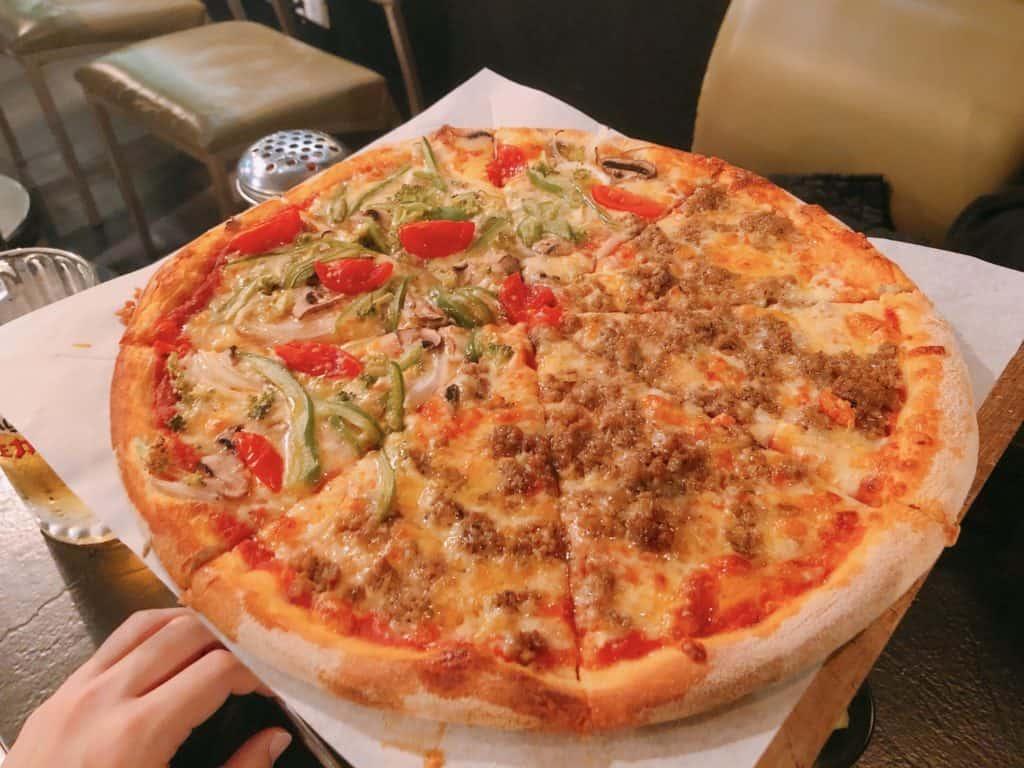 台北 | 信義區 | 比臉還大!18吋美式小紐約披薩,外送內用都OK!-H&H披薩-中央公園feat.小義大利