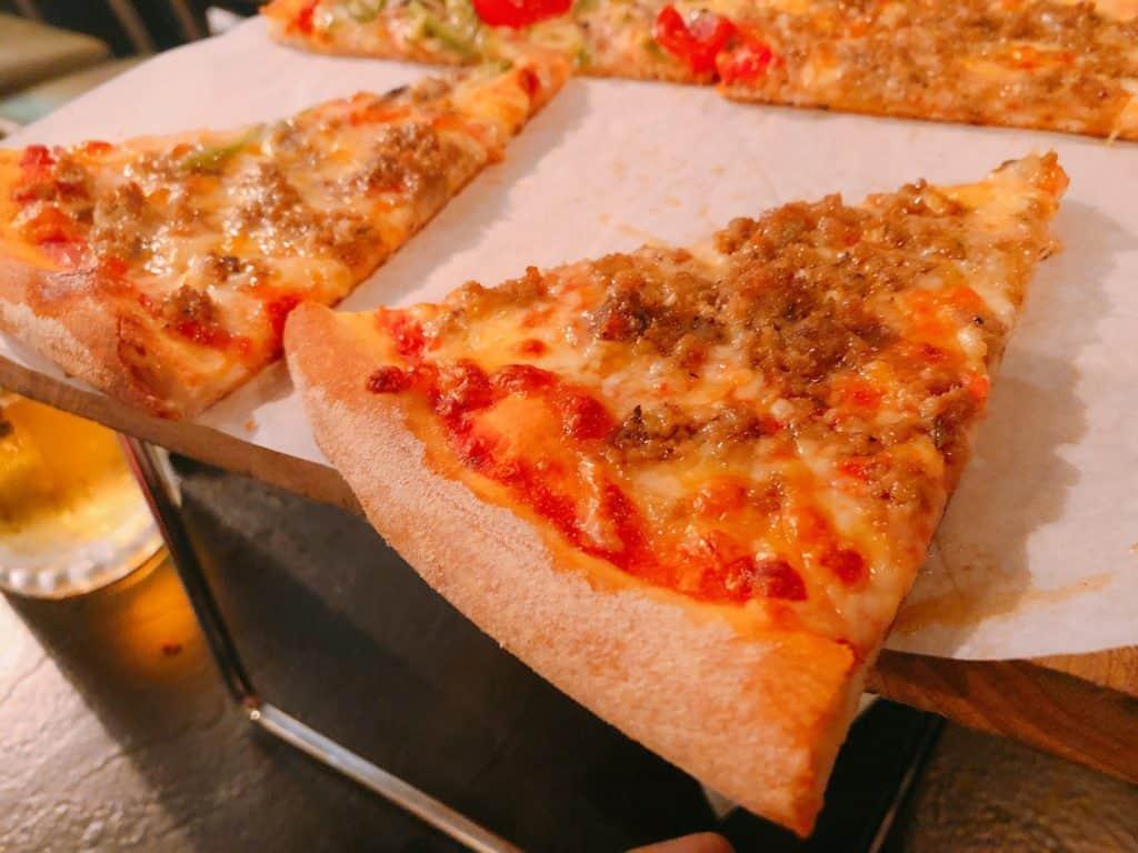 台北 | 信義區 | 比臉還大!18吋美式小紐約披薩,外送內用都OK!-小義大利