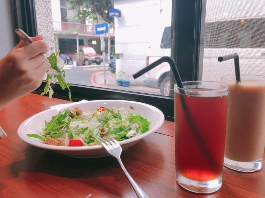 台北|大安區|big table 每天都想吃的美味.自家烘培三明治早午餐-飲品紅茶奶茶