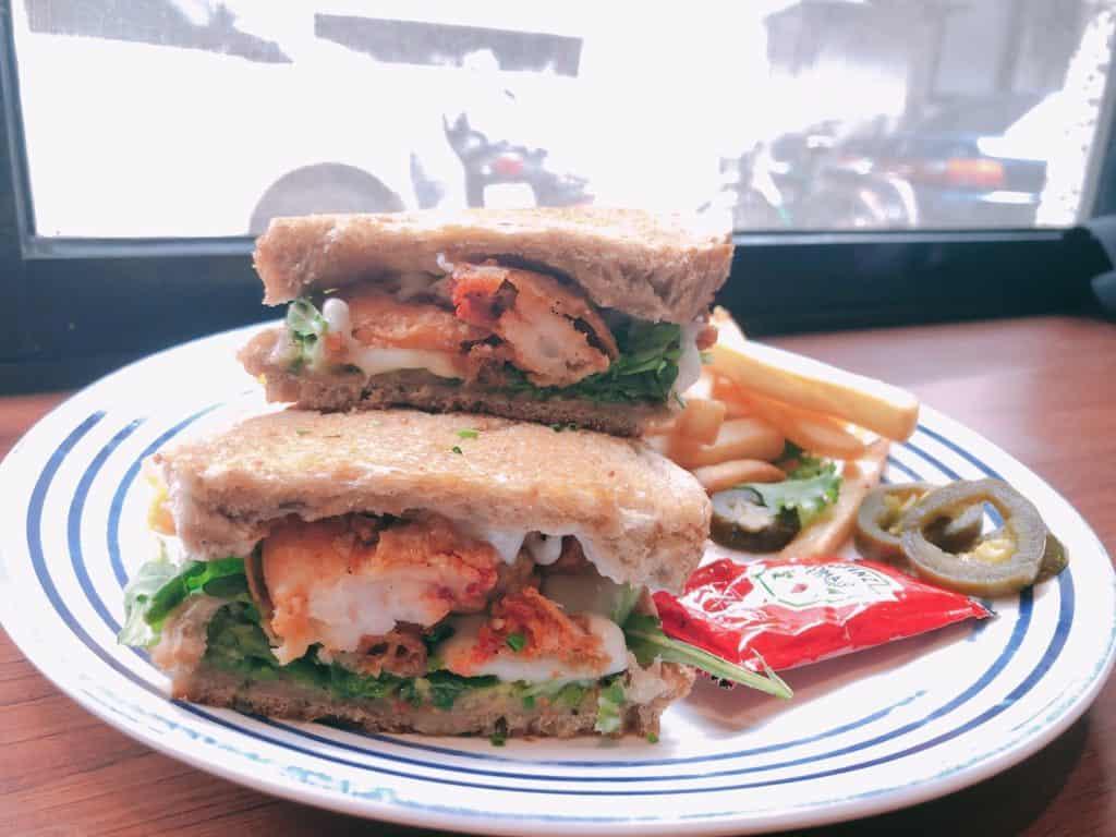 台北|大安區|big table 每天都想吃的美味.自家烘培三明治早午餐-酪梨炸蝦三明治