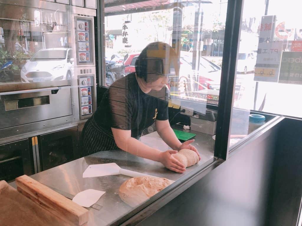 台北|大安區|big table 每天都想吃的美味.自家烘培三明治早午餐-麵包室
