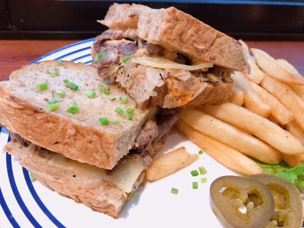 魯本牛肉三明治
