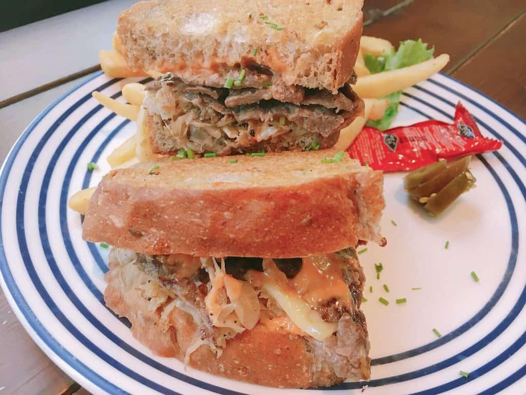 魯本牛肉三明治2