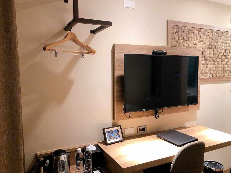 標準雙床房-電視及工作桌