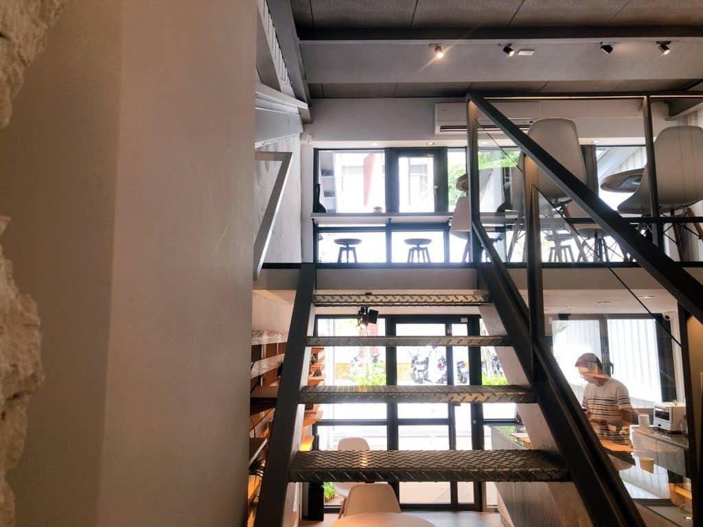 桃園ika coffee 伊卡咖啡廳 從鐵梯通往二樓的美好