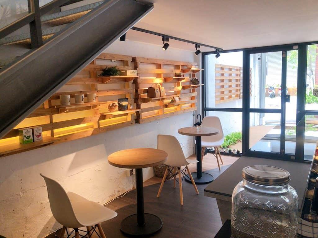桃園ika coffee 伊卡咖啡廳 一樓座位區