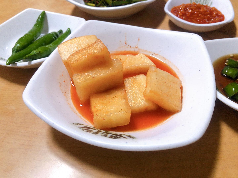 ▲ 濟州島美食宇進解酒湯-醃製小菜辣蘿蔔