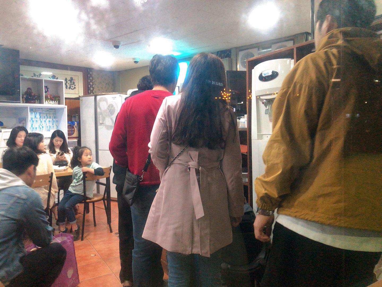 濟州島美食-宇進解酒湯店內排隊人潮