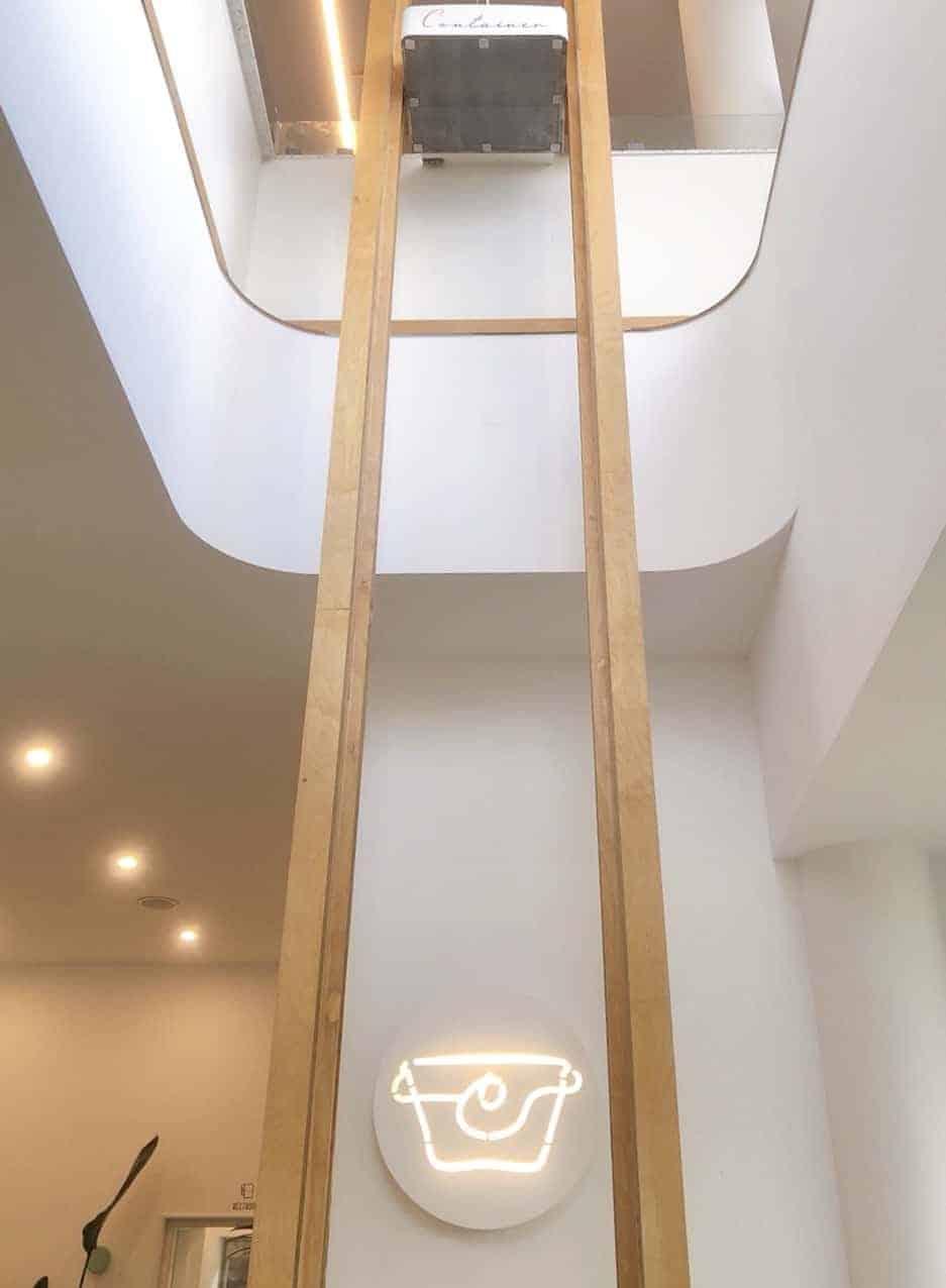 ▲濟州島橘子籃咖啡廳滾輪送餐台滑梯,圖片版權:stunning-asia.com