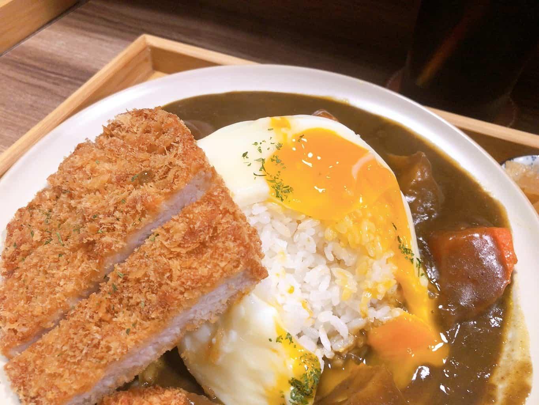 ▲富士咖哩fuji curry-豬排咖哩中美味的半熟蛋,劃破後散落在白飯上叫人食指大動。